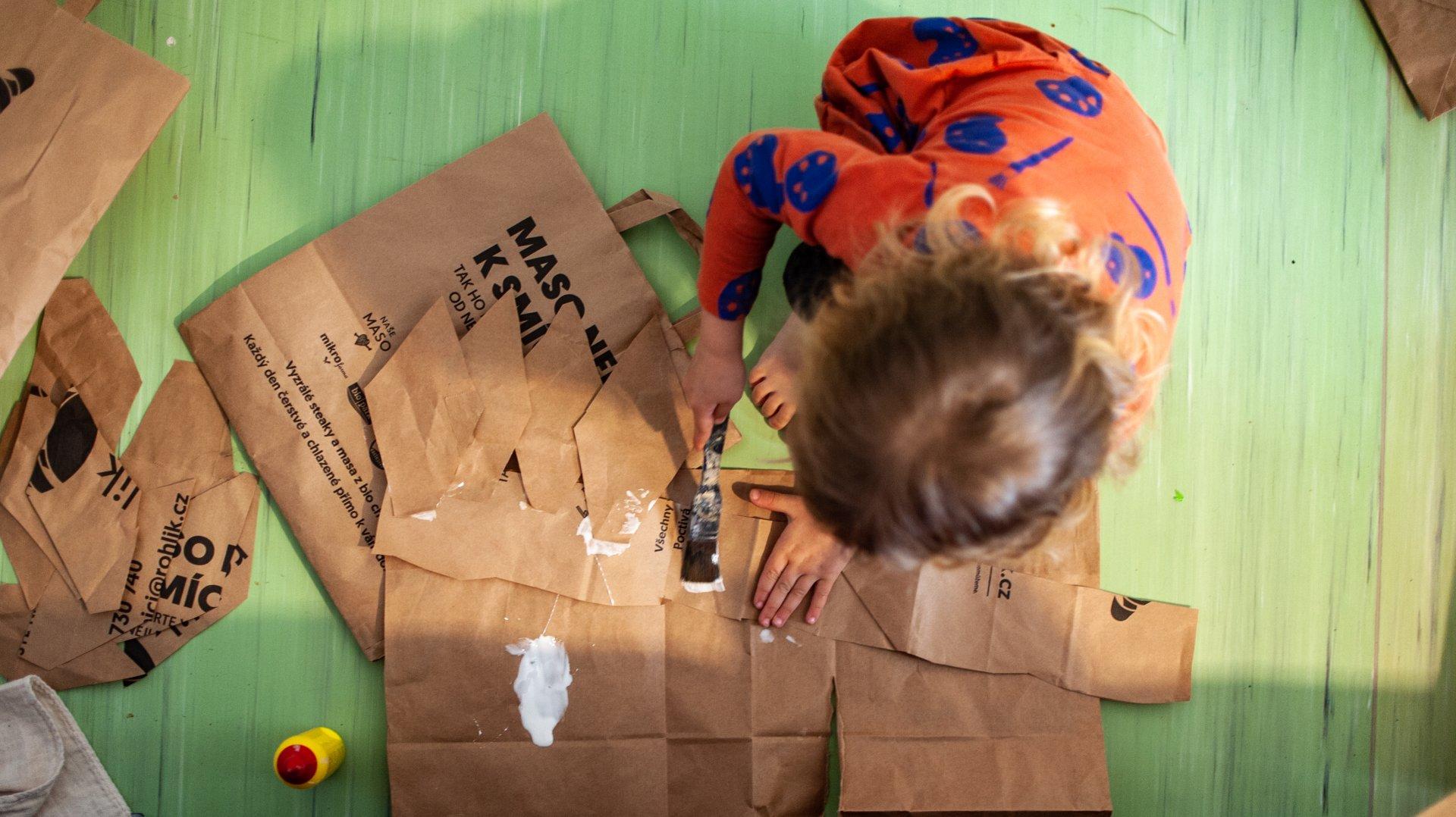 Tvoření z papírových tašek
